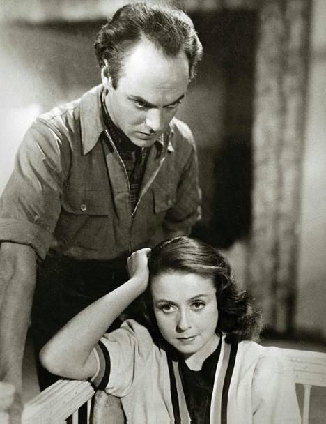 Vuoden 1947 Draamassa Suopursu kukkii Volanen esittää runoilijatyttöä.