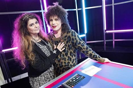 Riitta stailasi Cristal Snow'n Riitta Väisäseksi kaksi vuotta sitten, kun Cristal aloitti ohjelman juontajana.