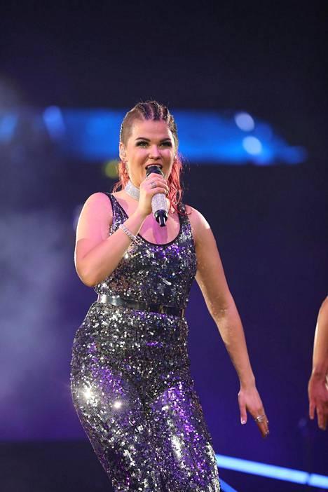 Saara Aalto esiintymässä In my wildest dreams -konsertissaan Helsingissä 15. huhtikuuta. Konsertti oli loppuunmyyty.