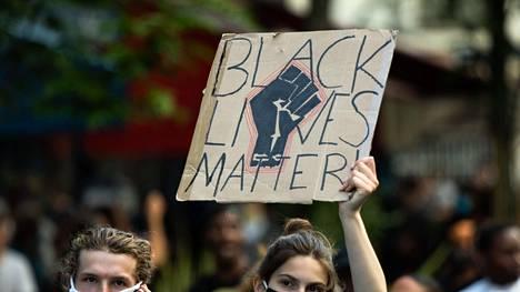 Black Lives Matter -kampanjan myötä mietitään nyt myös teknologia-alan termejä.