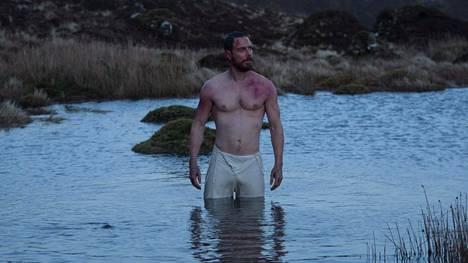 Syyllisyytensä piinaamaa Macbethia näyttelee brittiläinen Michael Fassbender.