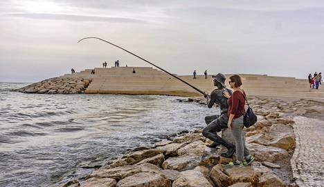 Dürresin komeinta antia on uusi aallonmurtaja kalastajapatsaineen.