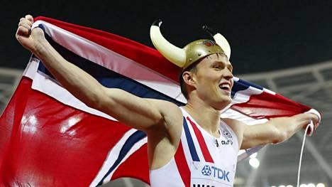Karsten Warholm voitti MM-kultaa.
