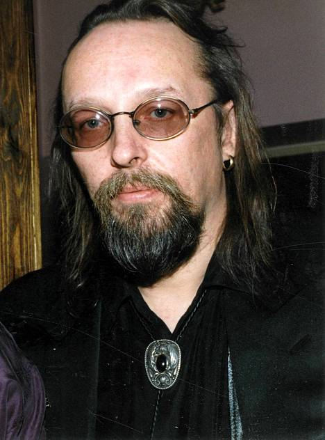 Topi Sorsakoski, oikealta nimeltään Pekka Tammilehto, kuoli keuhkosyöpään elokuussa 2011.