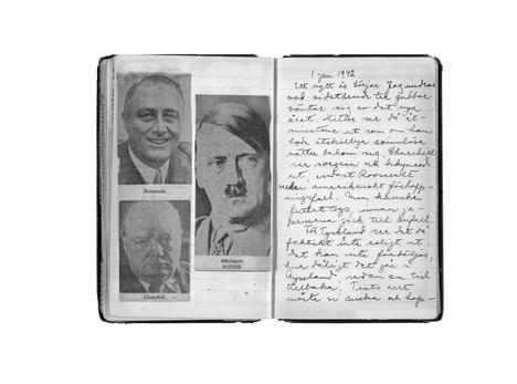 """""""Mietin, miltä oheiset kolme ukkoa odottavat uudelta vuodelta. Hitler (oik.) ainakin näyttää siltä kuin hänellä olisi takanaan useampiakin unettomia öitä, Churchill (alh. vas.) näyttää surulliselta ja huolestuneelta; ainoastaan Roosevelt vaikuttaa amerikkalaisen toiveikkaalta,"""" Astrid Lindgren kirjasi päiväkirjaansa uudenvuodenpäivänä 1942."""
