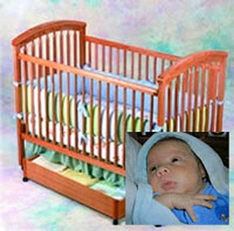 Kiinassa valmistetut, vaaralliset pinnasängyt on vedetty markkinoilta. Liam-vauva oli toinen menehtyneistä.