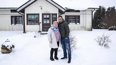 Pirjo Kiiski ja Noureddine Zouhri elävät onnellisesti aviossa omakotitalossa Virolahdella.