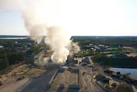 Tulipalo ilmasta kuvattuna.