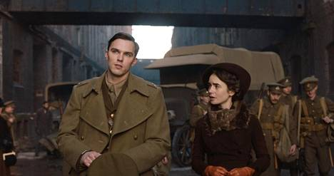 Tolkienin tapahtumat sijoittuvat ensimmäisen maailmansodan molemmin puolin. Tolkienia näyttelee brittitähti Nicholas Hoult ja hänen tyttöystäväänsä Edith Brattiä esittää Lily Collins.