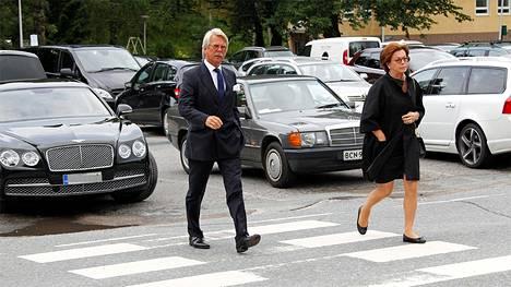Vieraiden joukossa oli myös pankkiiri Björn Wahlroos puolisonsa Saaran kanssa.