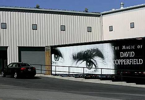 FBI ratsasi kuvassa näkyvän David Copperfieldin varaston keskiviikkona.