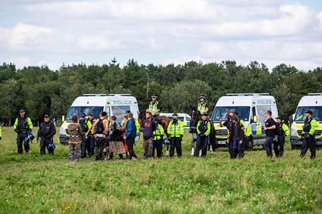 Poliisit pääsivät vasta sunnuntaina puuttumaan juhliin, kun suurin osa juhlakansasta oli jo poistunut paikalta.