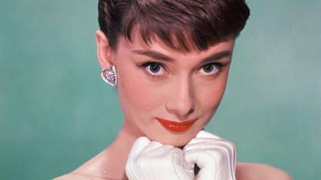 Näyttelijä Audrey Hepburn tunnettiin erinomaisten näyttelijänlahjojensa lisäksi hoikasta ulkomuodostaan ja tummista silmistään.