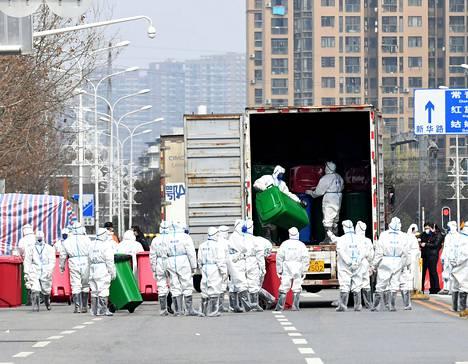 Koronapandemian lähtöpisteeksi kuvattu Huananin tukkutori tyhjennettiin ja desinfioitiin vuosi sitten maaliskuussa. Villieläinkauppa ja niin sanotut märkätorit lisäävät pandemioiden riskiä.