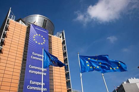 Kuvassa EU-komission päämajana Brysselissä toimiva Berlaymont-rakennus.