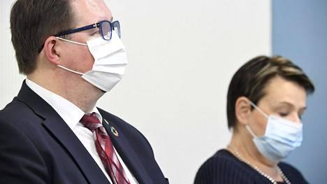 THL:n johtaja Mika Salminen ja STM:n kansliapäällikkö Kirsi Varhila.