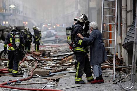 Pelastuslaitos auttoi loukkaantuneita.