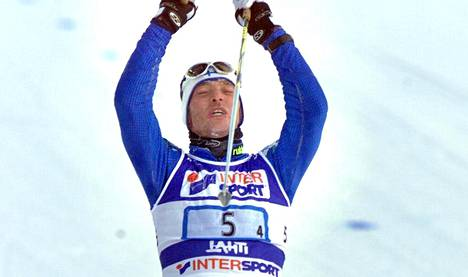 Mika Myllylä ylitti ensimmäisenä maalilinjan Lahden MM-hiihtojen viestissä. Näiden hetkien jälkeen alkoi dopingpainajainen.