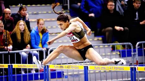 Nooralotta Neziri voitti 60 metrin aidat SM-hallikisoissa Tampereella helmikuussa.