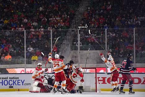 Calgary teki avausmaalin toisen erän lopussa.