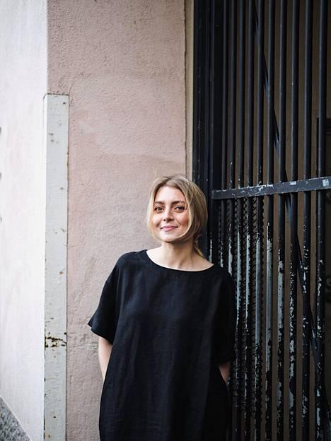 Jenni Rotonen haluaa osaltaan murtaa naisten ulkonäköön kohdistuvia odotuksia, paineita ja joustamattomia sääntöjä.