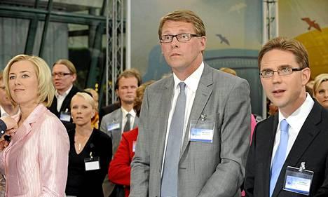 Suomen valtionvelka lähti reippaaseen nousuun 2009, kun pääministerinä oli Matti Vanhanen (kesk) ja valtiovarainministerinä Jyrki Katanen (kok). Kesäkuusta 2011 alkaen pääministerinä on toiminut Katainen ja hänen valtiovarainministerinään Jutta Urpilainen (sd).
