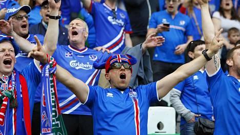 Islannin joukkueen fanit tukivat omiaan alkulohkon ottelussa portugalia vastaan Saint-Etiennessä pelatussa ottelussa.