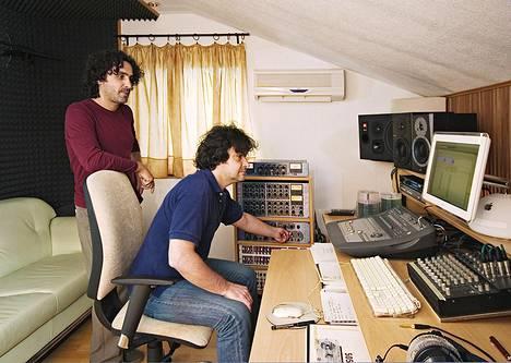 Adi ja Edo Mulahalilovicin studio elokuussa 2008. Adi toimii yhä tuottajana, Edo kuoli 2010.