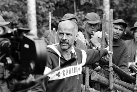 Martti Suosalo näytteli Jouko Turkan ohjaamassa tv-sarjassa Seitsemän veljestä vuonna 1986.