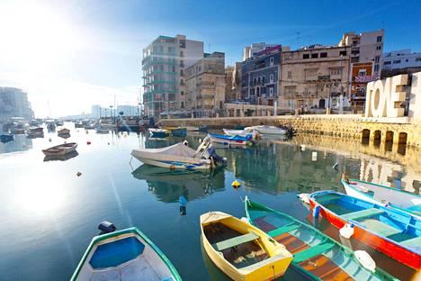 Maria on asunut useassa maassa, esimerkiksi aurinkoisella Maltalla.