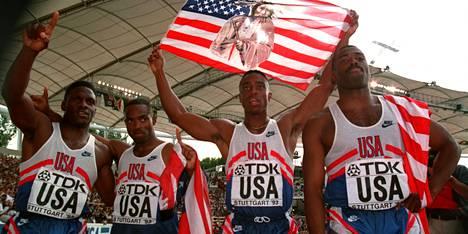 Dennis Mitchell, Andre Cason, Jon Drummond ja Leroy Burrell voittivat MM-kultaa Stuttgartissa 1993.