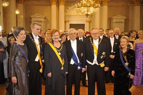 Rouva Tellervo Koivisto, presidentti Mauno Koivisto, presidentti Tarja Halonen, Pentti Arajärvi, presidentti Martti Ahtisaari ja rouva Eeva Ahtisaari kuvattuna 2008.