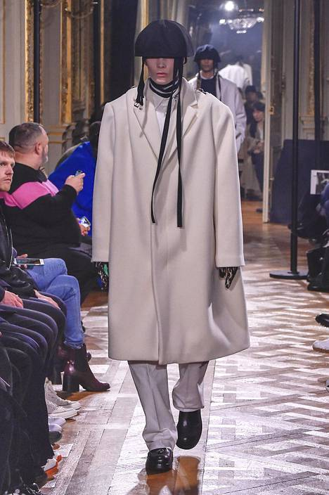 Raf Simonsin näytös Pariisissa tammikuussa.
