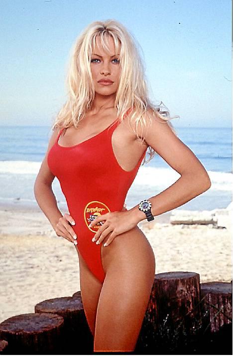 1995: Pamelasta tuli Playboyn ja Koti kuntoon -sarjan jälkeen Baywatchin suurin seksisymboli ja superjulkkis.