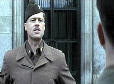 Brad Pitt laittoi natseja järjestykseen Tarantinon Oscar-ehdokkuuksia rohmunneessa Kunniattomat paskiaiset -leffassa.