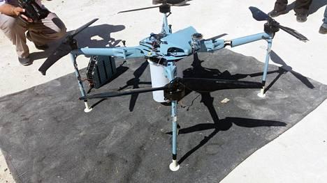 Drone-sodankäyntiä: Syyrian asevoimat kertoi pudottaneensa alas tämän dronen lähellä Quneitraa maan länsiosassa 21. syyskuuta. Uutisen mukaan drone tuli lännestä ja se oli aseistettu rypäleammuksin.