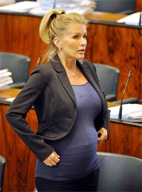 Karpela ei ole juuri kommentoinut raskauttaan julkisuudessa.