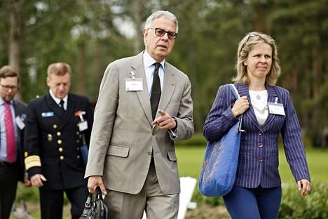Suurlähettiläs Rene Nyberg ja kirjailija Anna-Lena Lauren osallistuivat Kultranta-keskusteluihin Naantalissa maanantaina.