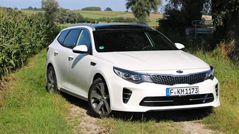 Jokaiselle jotakin: Optima Sportswagonin hintahaitari on laaja. Varustelutasoja on seitsemän alkaen LX:stä päättyen Business Luxury GT-Lineen. Farkun lisäksi Kia tuo lokakuussa Optimasta Suomeen myös hybridi- ja tehoversiot.