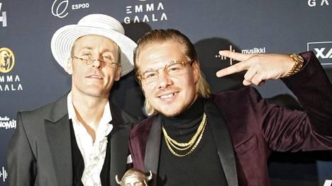Jare Brand ja Ville Galle Emma-gaalassa. Kaksikko on voittanut urallaan useampia Emma-palkintoja.