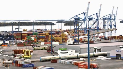Maanantaiaamusta lähtien Postin kuljetukset jätetään satamiin kotimaan- ja ulkomaanliikenteessä.