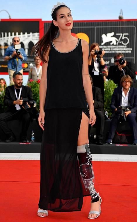 Miss Italia -finalisti Chiara Bordi saapui punaiselle matolle Italiassa.