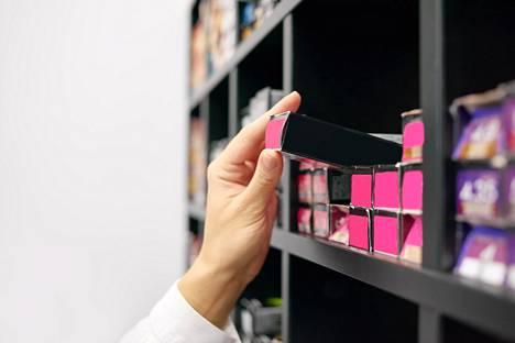 Työläiden muotoiluvälineiden sijaan moni haluaa nyt vaikuttaa hiusten kuntoon ja muotoilemiseen oikeanlaisilla, laadukkailla tuotteilla.