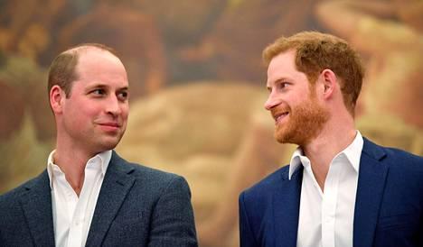 Prinssiveljekset William ja Harry hyvissä tunnelmissa huhtikuussa 2018.