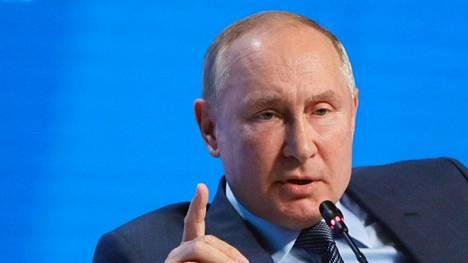 Venäjä hyväksyi viime vuonna perustuslakimuutokset, jotka sallivat Putinin pysyä vallassa vuoteen 2036 saakka.