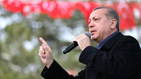 Erdogan piti televisiossa näytetyn puheensa perjantaina Eskisehirin kaupungissa.