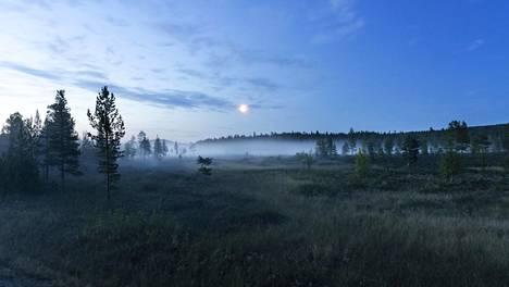Aurinko painui horisonttiin Utsjoella noin tunniksi. Arkistokuva.