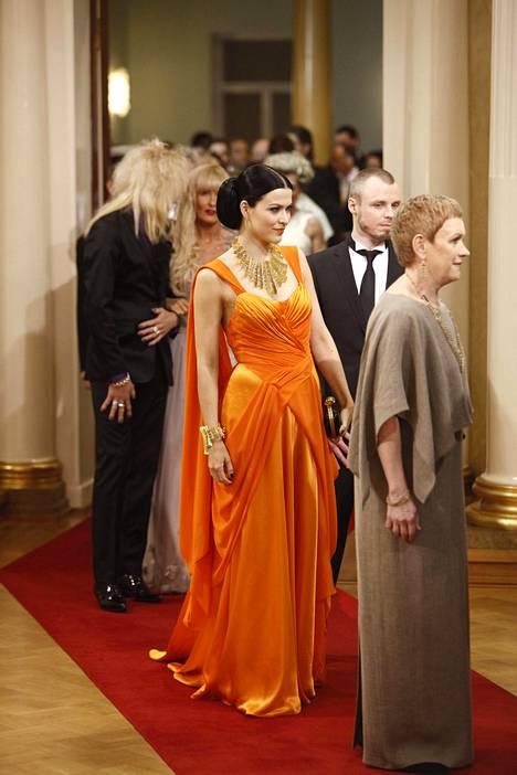 Jenni Vartiainen vuodelta 2011 on yksi muistelluimmista pukeutujista.
