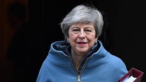 Britanniassa kolme konservatiivien edustajaa loikkaa työväenpuolueesta lähteneiden ryhmään