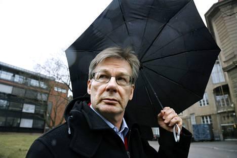 Aalto-yliopiston taloustieteen professori Pertti Haaparanta moittii troikkaa EU-kansalaisten harhauttamisesta.